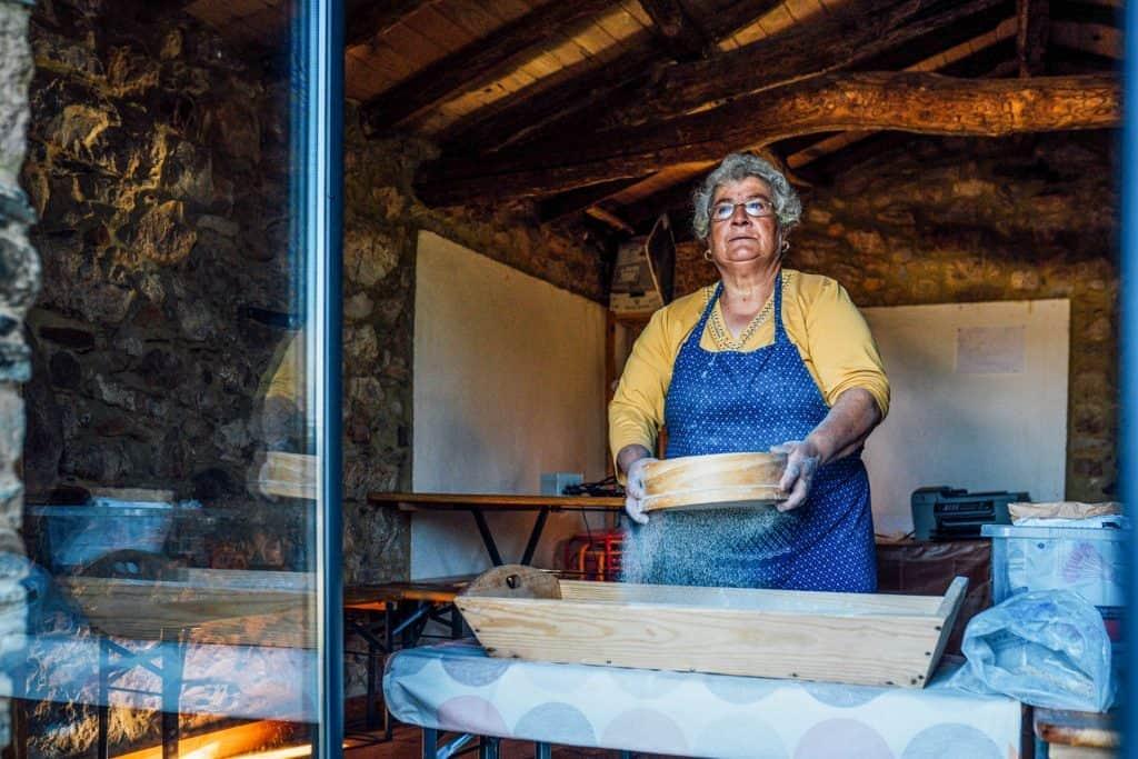 Fazer pão na aldeia de Ferraria